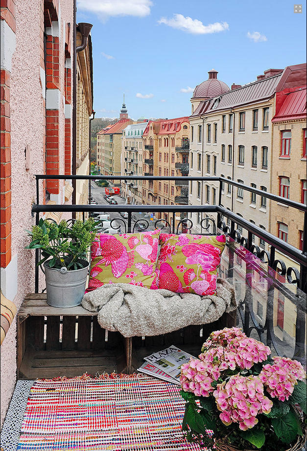 25 genialnych projektów, które pomogą Ci przekształcić mały balkon lub patio w prywatny raj na Ziemi