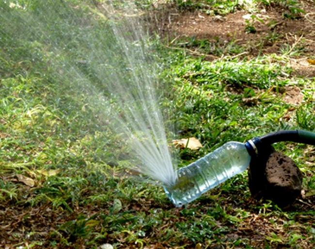 17 pomysłów na wykorzystanie plastikowych butelek. Z całą pewnością nie wylądują już w koszu