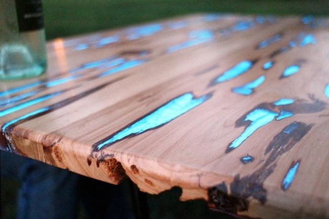 Odrobina farby fluorescencyjne pomoże ci uzyskać niepowtarzalny stół