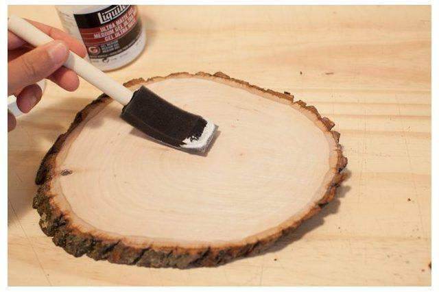 Oto jak samodzielnie nanieść obraz na drewno. Okazuje się, że to prostsze niż myślisz