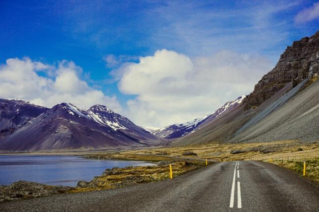 12 zapierających dech w piersiach dróg, którymi podróż będzie należała do niezapomnianych