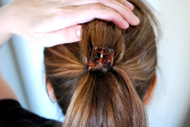 15 przydatnych trików, które pomogą Ci zadbać o włosy, bez konieczności wizyty u fryzjera