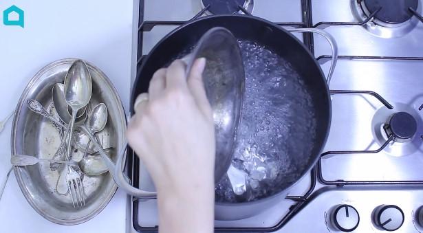 3 składniki wystarczą, aby wyczyścić srebro. Będzie lśniło jak nowe