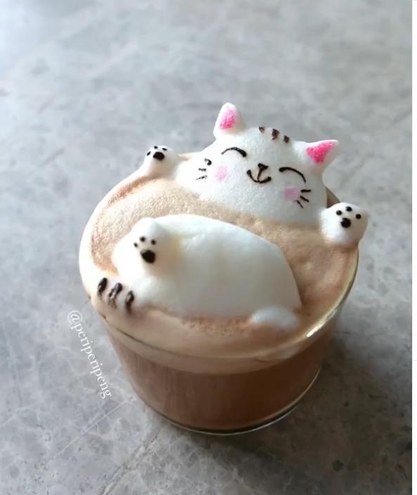 piankowe rzeźby na kawie