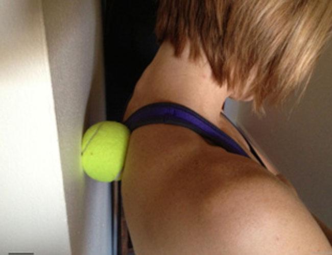 Bolą Cię plecy? Masaż piłeczką tenisową sprawi, że ból szybko minie!
