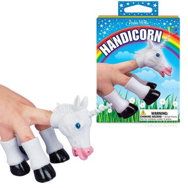 13 zabawek, których lepiej nie dawać dziecku. Jakim cudem są w sklepach?!