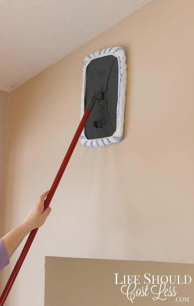 triki sprzątaczek 6 - sprzątanie ścian mopem