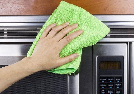15 prostych trików które ułatwią Ci sprzątanie. Pożałujesz, że nie znałeś ich wcześniej