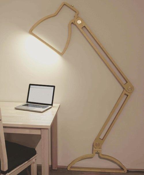 Płaska, drewniana lampka