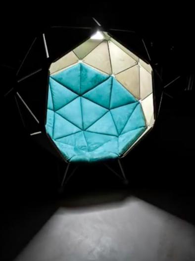 designerski fotel z oświetleniem