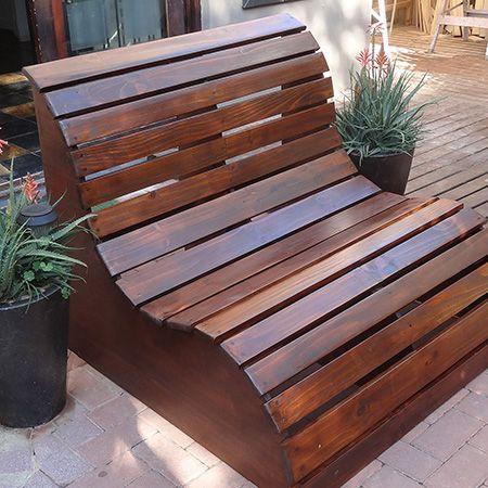 Drewniany fotel ogrodowy