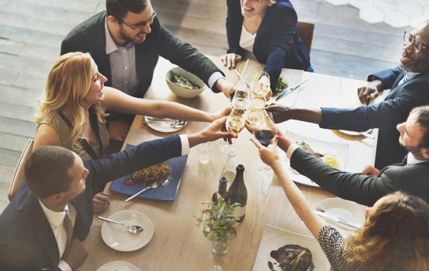 savoir vivre w restauracji i płacenie rachunku