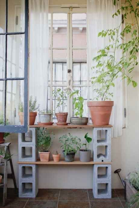 pomysły na balkon - stojak na doniczki