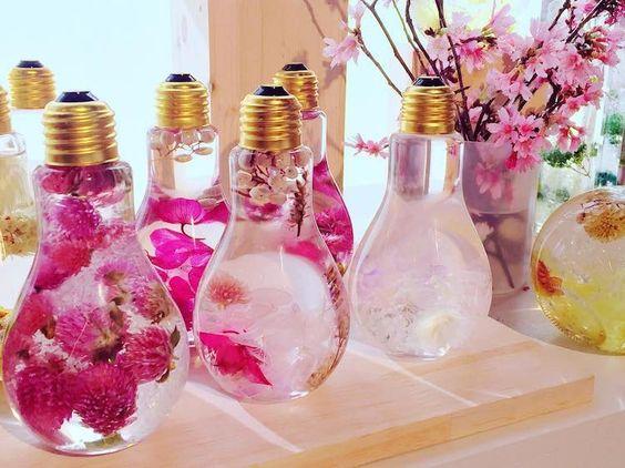 kwiaty w żarówce