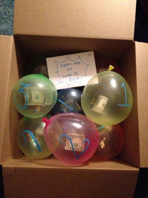 pieniądze w balonikach