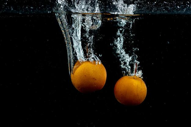 pomarańcze w wodzie