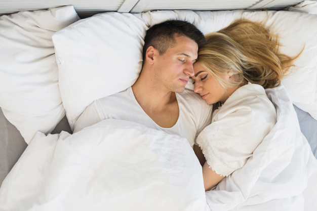 Pozycja do spania co mówi o związku