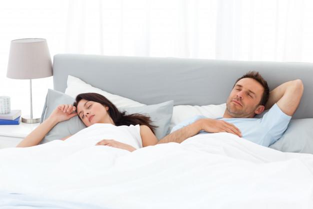pozycja do spania w związku wolność