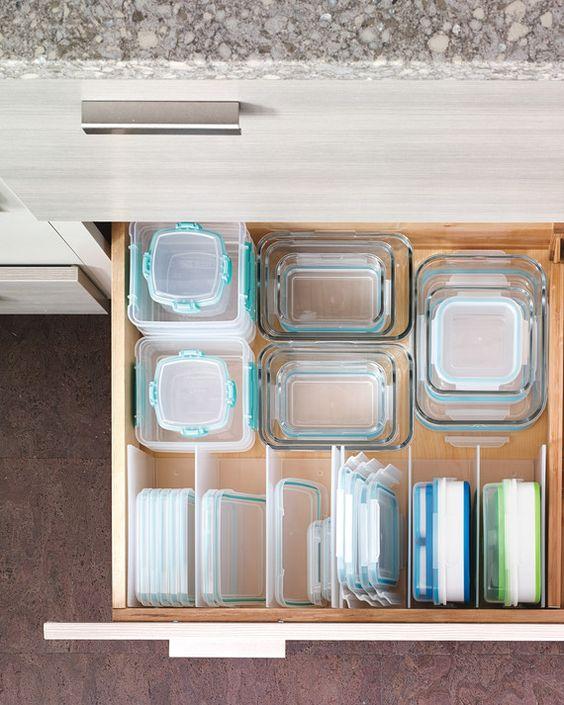 przechowywanie pojemników plastikowych