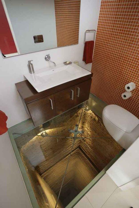 toaleta nad szklaną podlogą