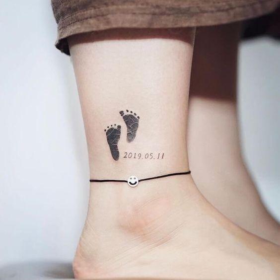 Znalezione obrazy dla zapytania: tatuaż dla dziecka odcisk stóp