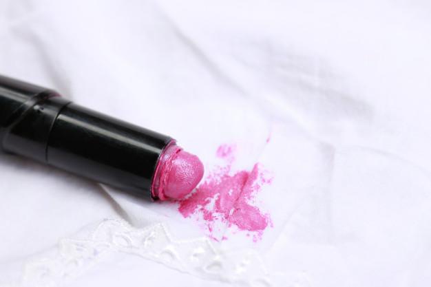 szminka na materiale