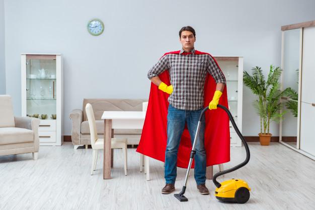 superman z odkurzaczem