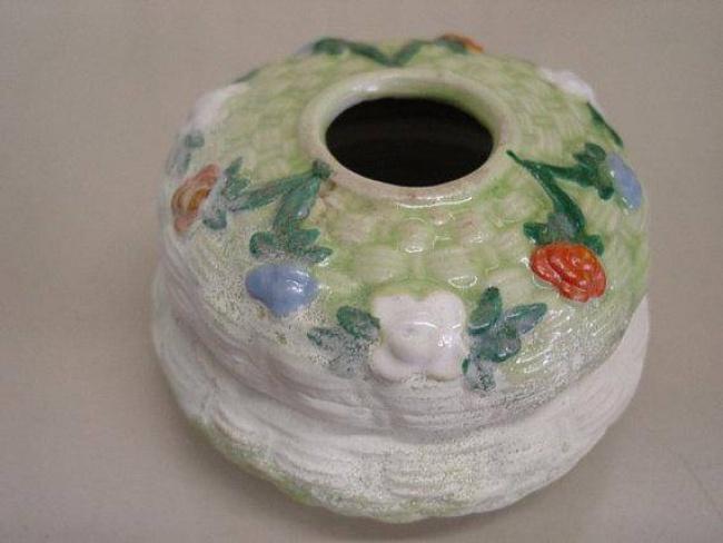 stary pojemniczek ceramiczny