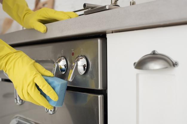 mycie kuchenki inox