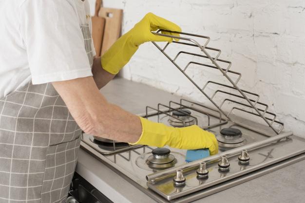 mycie kuchenki gazowej inox