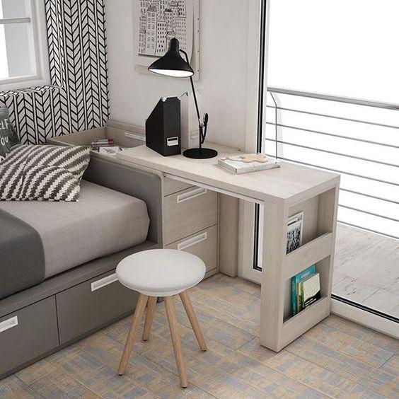wysuwany stolik biurko