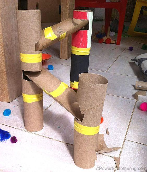 zjeżdżalnia z rolki papieru