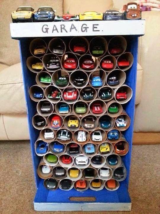 garaż z rolek papieru