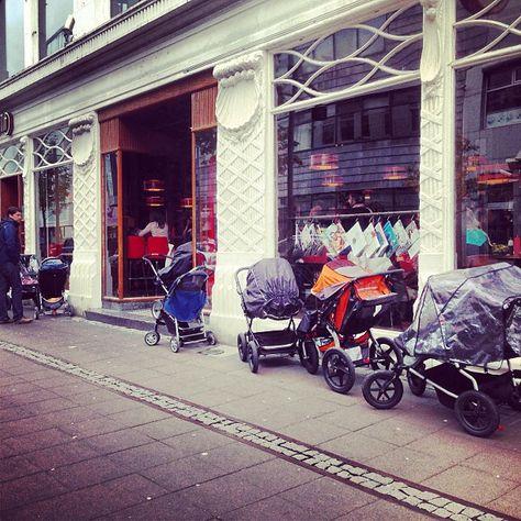 islandia, wózki z dziećmi przed sklepem