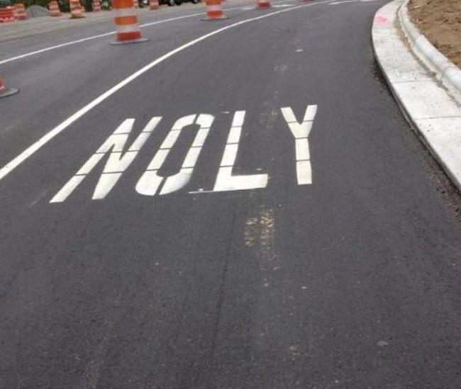 napis noly zamiast only na drodze