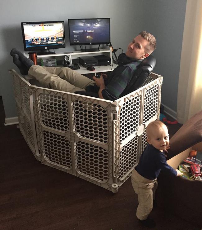 kojec dla faceta z komputerem
