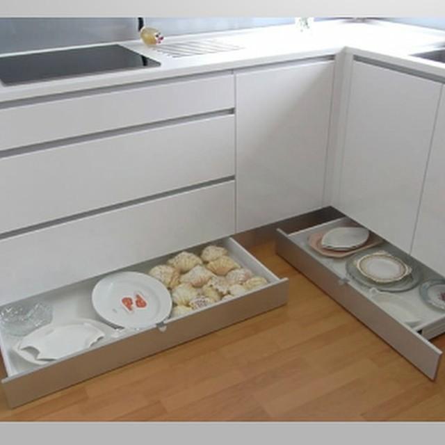 szuflady cokołowe