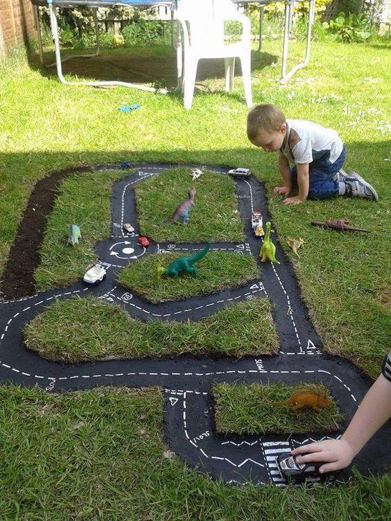 aktywności outdoorowe drogi w trawniku dla dzieci