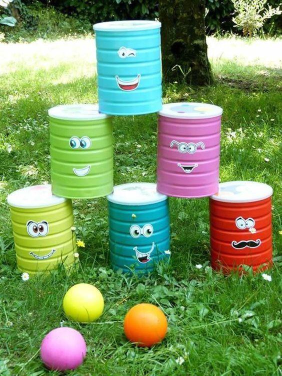 aktywności outdoorowe kręgle z puszek