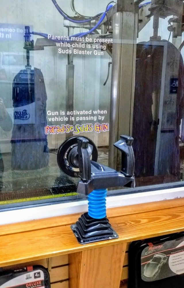 myjnia z pistoletem do strzelania mydłem