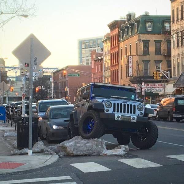 16 najdziwniejszych sytuacji, w których uczestniczyły różne pojazdy