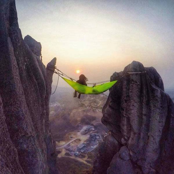 alpinista w hamaku