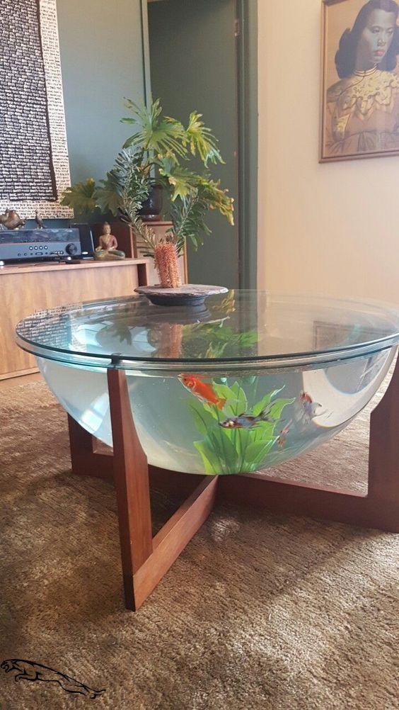 stół z rybką