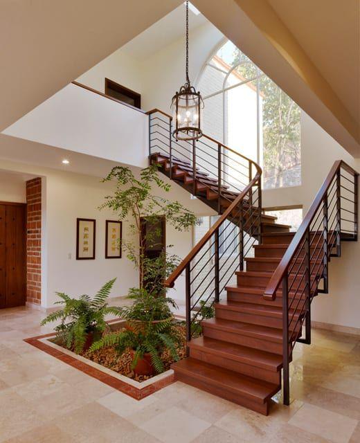 schody i kwiaty