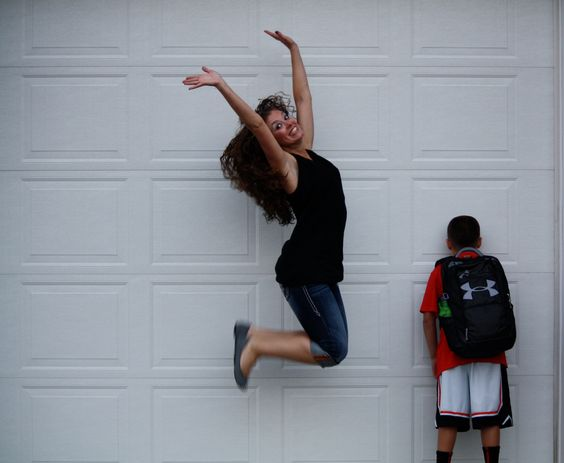 śmieszne zdjęcia - skacząca kobieta