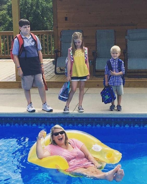 śmieszne zdjęcia - mama w basenie