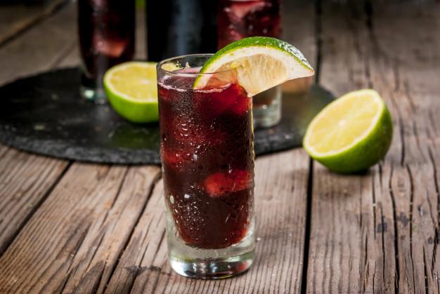 jak poprawić smak czerwonego wina - drink