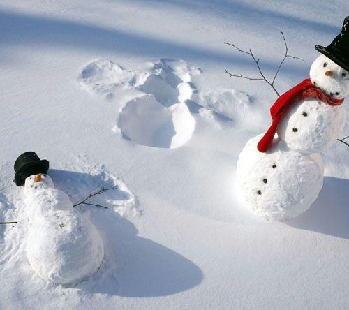 15 najbardziej kreatywnych pomysłów na bałwanki ze śniegu bez których nie wyobrażamy sobie zimy