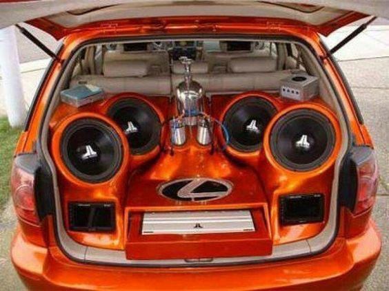 auto z muzyką
